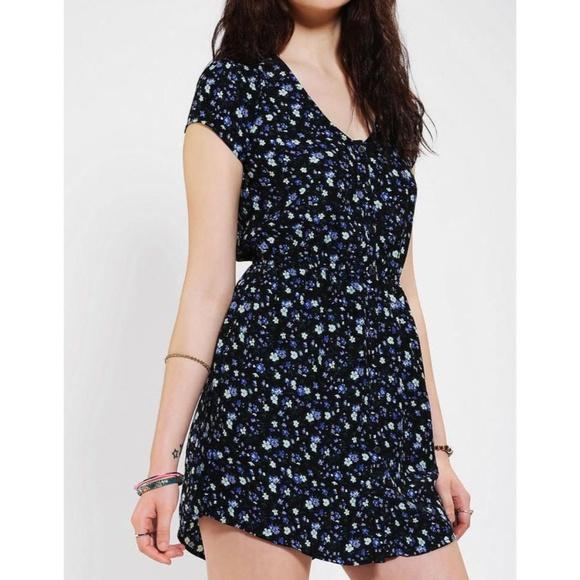 6c6230a5279 Urban Outfitters Kimchi Blue Sabrina Shirt Dress. M 5c71965704e33d68791eb4ee